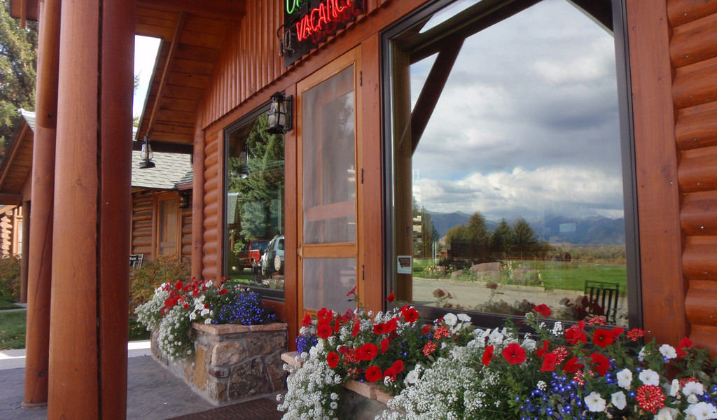 Where To Stay Lodging In Ennis Mt