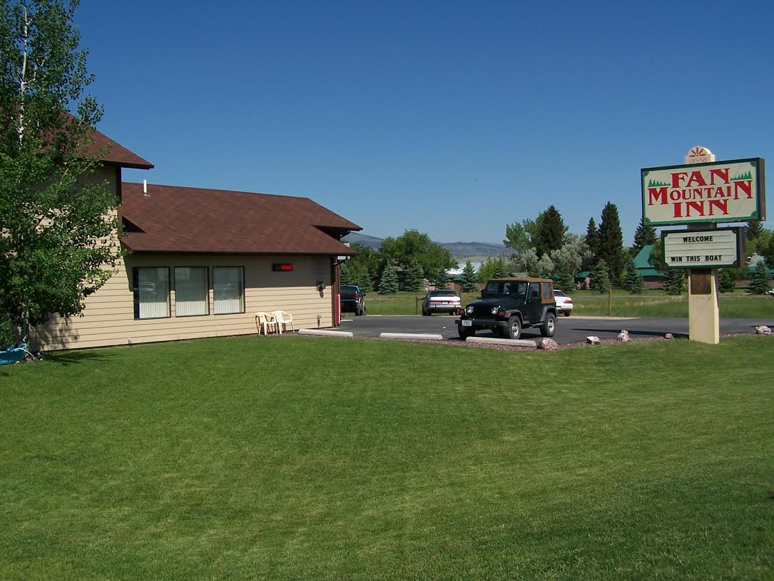 Lodging in Ennis, MT: Fan Mountain Inn