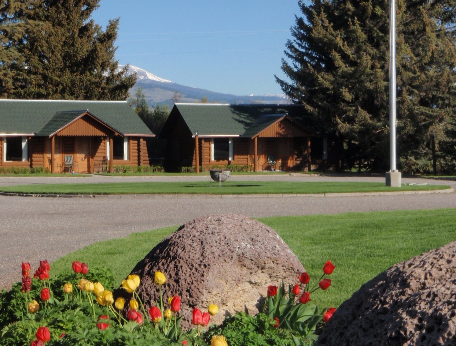 Lodging in Ennis, MT: El Western Cabins